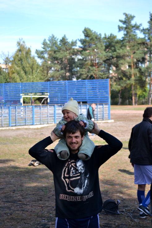 Капитан команды СОФТКОМ руководитель направления 1С Александр Бобровский с сынишкой